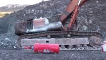 PAYAS - Teröristler Taş Ocağındaki İş Makinesini Yakıp Araç Çaldı