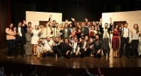 NURULLAH CAHAN - Uşak Şehir Tiyatrosu 'Duyulmamış Bir Aşk İlleti'ni Sahneledi