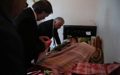 Vali Yıldırım, Fırtınada Yaralanan Öğrenciyi Ziyaret Etti