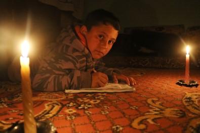 Yahya, Türk Askeri Olmak İçin Mum Işığında Ders Çalışıyor