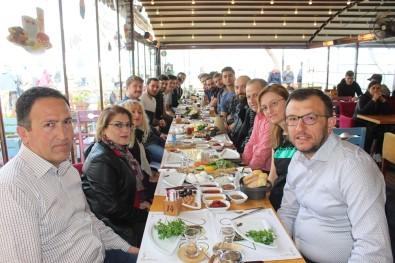 Başkan Yavaş'tan Umurbeybelediyespor'a Moral Kahvaltısı