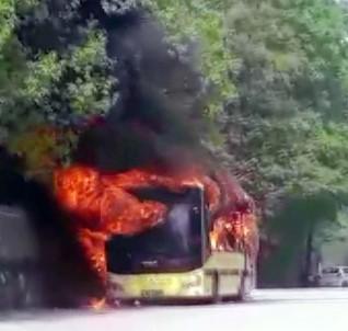 Bursa'da Belediye Otobüsü Alev Alev Yandı, Faciadan Dönüldü