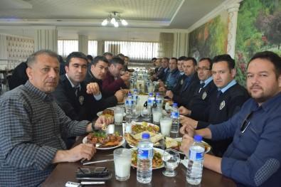 Eğitimciler Ve Polisler Barış Yemeğinde Bir Araya Geldi