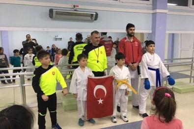 Foçalı Minik Karateciler Turnuvaya Hazırlanıyor