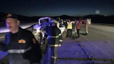 Gaziantep'te Minibüs İle Otomobil Çarpıştı Açıklaması 2 Ölü, 8 Yaralı