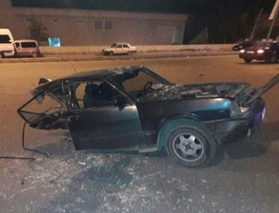 Kaza yapan otomobil ortadan ikiye ayrıldı! Feci görüntüler