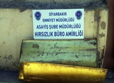 İnsan Hakları Bildirgesi Beyannamesi Levhalarını Çalan Hırsızlar Kıskıvrak Yakalandı
