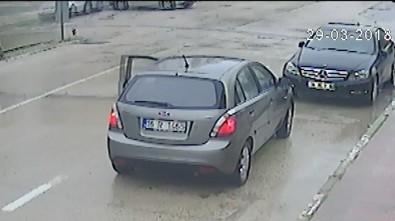 Kadın Sürücüye Çarpıp, Kopan Plakasını Alıp Kaçtı