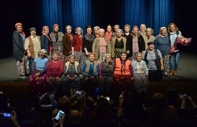 Kadınların Kurduğu Tiyatro Topluluğu Bergamalıların Gönlünü Fethetti