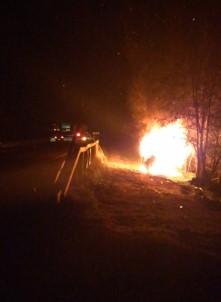 Kaza Yapan Araç Alev Alev Yandı Açıklaması 2 Yaralı
