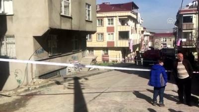 Küçükçekmece'de Duvarlarında Çatlaklar Oluşan Bina Boşaltıldı