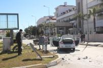 IŞIK İHLALİ - Manavgat'ta İki Aracın Çarpıştığı Kaza Ucuz Atlatıldı