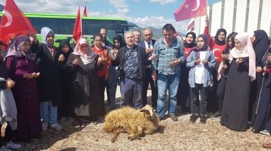 Mersin'den Gelen Öğrenciler Hassa'da Mehmetçik İçin Kurban Kesti