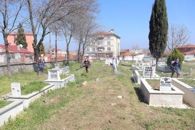 Mezarlıklarda İlaçlama Çalışması