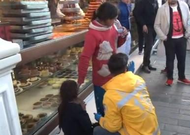 Taksim'de dilenci terörü! 12 yaşındaki kızı tramvaydan attılar