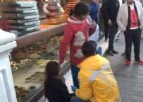 SAHTE DİLENCİ - Taksim'de dilenci terörü! 12 yaşındaki kızı tramvaydan attılar
