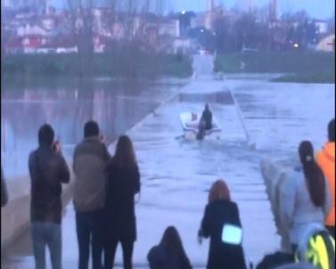 Sular Altında Kalan Tarihi Köprüde Tekne Turu