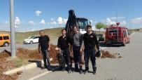 KEÇİ YAVRUSU - Su Kanalına Düşen Keçi Uzun Uğraşlar Sonucu Kurtarıldı