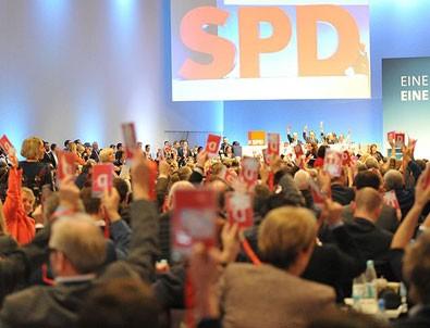 Almanya'da SPD üyeleri koalisyon sözleşmesini kabul etti