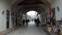 EMEKLİ İMAM - Balıkesir'de Altından Yol Geçen 275 Yıllık Ahşap Cami İlgi Görüyor