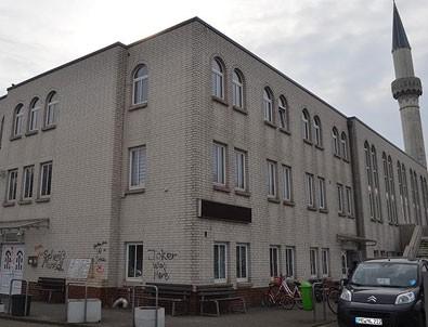 Almanya'daki camiye 6 ayda ikinci saldırı