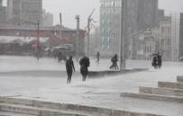 SU BASKINI - İstanbul'da Yağmur Etkili Oluyor
