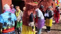 CHICAGO - Özel Kostümler Giyip Market Arabalarıyla Yarıştılar
