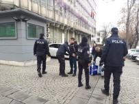 TERÖR EYLEMİ - ABD Büyükelçiliği Önünde Güvenlik Önlemleri En Üst Düzeye Çıkartıldı