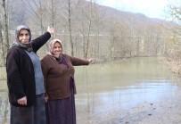 DERECIK - Ana Yolları Sular Altında Kalan Mahalleli, Orman Yolunu Kullanıyor
