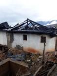 Çorum'da Çıkan Yangında Bir Ev Küle Döndü