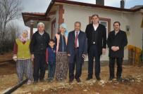 ORGANIK TARıM - Şehirden Köye Dönüp Çiftçilik Yapıp Tavuk Beslemeye Başladı