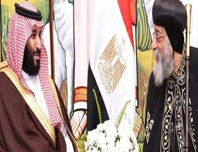 Suudi Arabistan tarihinde ilk: Selman Kipti Kilisesini ziyaret etti