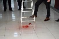 ÖZEL GÜVENLİK GÖREVLİSİ - Tavandan Damlayan Kırmızı Renkli Sıvı Polisi Alarma Geçirdi
