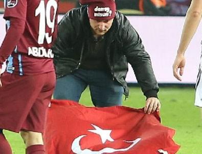 Trabzonspor Beşiktaş maçında sahaya taraftar girdi