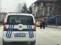 İSMET İNÖNÜ - Trafik Polisinden Örnek Davranış
