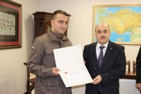 JANDARMA ERİ - Vali Dağlı'dan Kazada Bayrağı Yerden Kaldıran Jandarma Erine Ödül