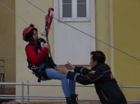 KADİR ÇELİK - AFAD Erzincan'da Öğrencilere Yönelik Tatbikat Düzenledi