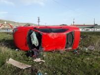 SİYER - Bariyerlere Çarpan Araç Takla Attı, 2 Kişi Yaralandı