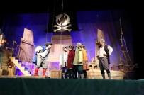 DEVLET TIYATROLARı - 'Deniz Kızı Ve Sevimli Korsanlar' Adlı Tiyatro Büyük Beğeni Aldı