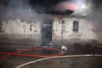 AKÇAKIRAZ - Elazığ'da Ev Yangını, Bir Kişi Hastaneye Kaldırıldı