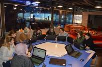SANAT ATÖLYESİ - Kartepe'de 'Düşünen Gençlik Üretiyor'