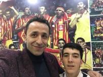 FLORYA - 'Kitaplar Yakılmasın' Diyen Murat Sökük Galatasaray Antrenmanına Katıldı