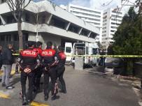UZAKTAN KUMANDA - Merkez Bankası Önünde Şüpheli Çanta Paniği