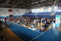 SALSA - 250 Kadın Hep Birlikte Yoga Yaptı