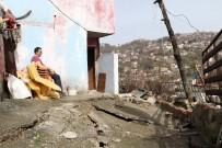 ŞİDDETLİ YAĞIŞ - 6 Hanenin Yaşadığı Evler Yağmur Sonrası Yıkılma Tehlikesi İle Karşı Karşıya