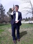 Bahçesinde Yakaladığı Yılanı Baharı Müjdelediği İçin Serbest Bıraktı