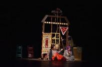 HICIV - 'Düğün Evi Oyun Evi' Tiyatro Severleri Buluşturdu