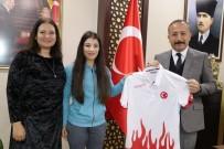GÜREŞ - Dünya Şampiyonu Güreşçi Vali Atik'i Ziyaret Etti