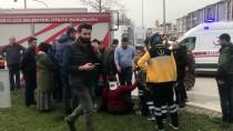 OSMAN SARı - Düzce'de İki Otomobil Çarpıştı Açıklaması 9 Yaralı