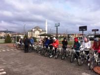 MEHMET BOZDEMİR - Geleceğin Spor Öğretmenleri, Bisiklet Derslerini Bisiklet Trafik Eğitim Pistinde Yapıyor